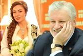 Работники ЗАГСа запомнили белоснежное свадебное платье с роскошным шлейфом